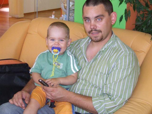 Predsvadobná príprava - Moji dvaja najdrahší pokladíkovia. Môj syn Matúško a budúci manžel Marek. Ale sú to fešáci, že?