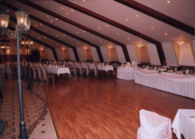 9. 8. 2008 Zuzana a Marián - ...sála, kde budeme tancovať...