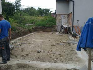 zaliate základy na garáž