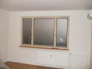 okno v obývačke pred výmenou