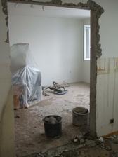 a otvor už je celý - pohľad z  kuchyne do obývačky