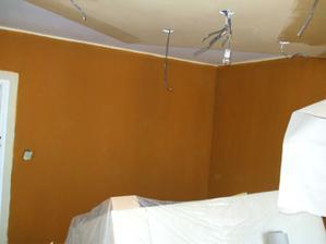 kuchyňa s obývačkou sú farebne v jednom tóne