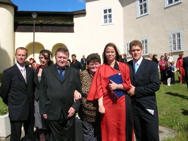 Lenka a miško - promocie-ja s michalom, jeho rodičia a sestra s priateľom