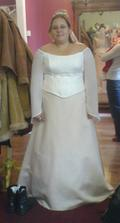 Sv. salon BUŠTĚHRAD - původní šaty do TV