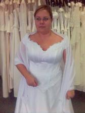Zkouška šatů v salonu Orchidea Karlovy Vary... Tyhlety šatičky půjdu tento týden odblokovat. Sice přijdu o litr zálohy, ale co nadělám... Budu mít v sobotu ty, co budu mít v pondělí...