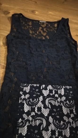 Čipkované elastické tmavomodré šaty M/L - Obrázok č. 2