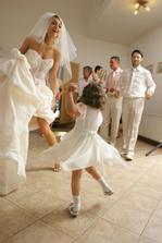 Laurika to pekne roztočila, tancuj tancuj vykrúcaj