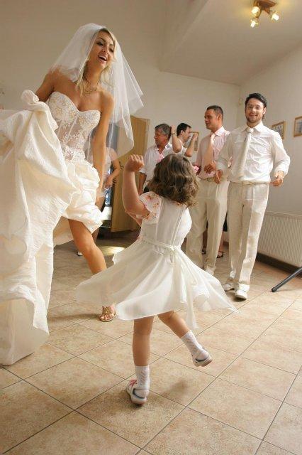MAŤA{{_AND_}}PEŤO - Laurika to pekne roztočila, tancuj tancuj vykrúcaj