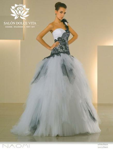 507026ffe688 Kde zoženiem tieto šaty  - - Svadobné šaty