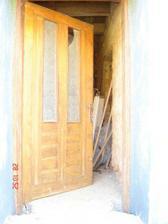 takle zatím vypadá vchod :-) do přízemí chodíme jinudy ;-)