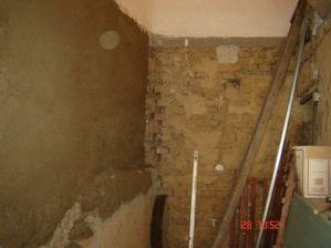 tady bude schodiště nahoru... zatím se leze po žebříku :-)