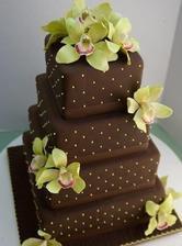naša torta, akurát bude mať 3 poschodia, zlate perlicky a biele kvety