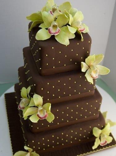 Takto plánujeme MY :) - naša torta, akurát bude mať 3 poschodia, zlate perlicky a biele kvety