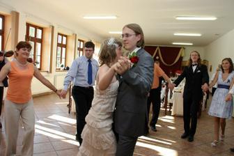 první tanec - po tom všem jídle jsem myslela, že to nezvládnu :-)