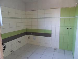 spodní koupelna dokončena-obložena