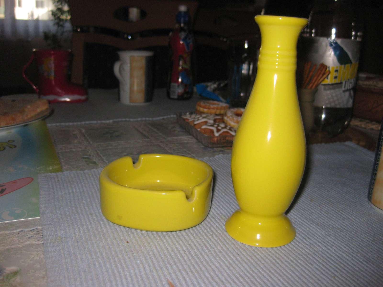 Mala vazicka s popolnikom, zlta farba - Obrázok č. 1