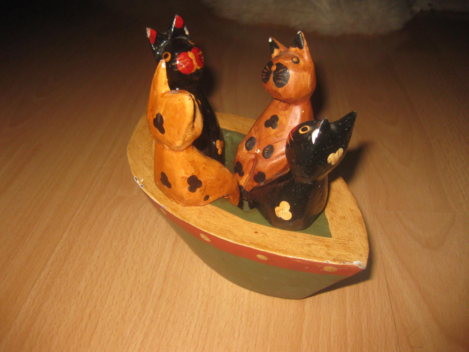 Dekoracna lodka s mackami - Obrázok č. 1