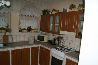 stara kuchynka - spodna cast bola murovana,len dvierka sa dali na mieru spravit. no uz mala daco odsluzene a chceli sme zmenu