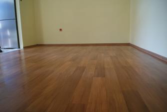 dnes sme kladli podlahu - Austrálska čerešňa
