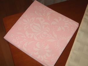 Dekorační ubrousky - budou nejspíš použity jako naprony na bílé ubrusy.