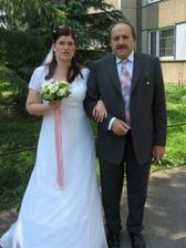 S tatínkem před domem.
