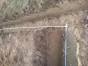 29.9.2012 - vyštrkovali sme a fotrík urobil bleskozvody do základov- taaak a sme pripravený na betonovanie.