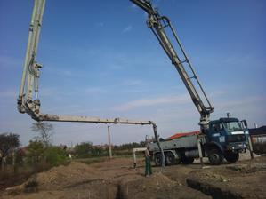 Taak a ide sa betonovať , Duo - Faby a ja sme to v pohode zvládli:) na iných galériach je pri betonovaní  min. 5-7 chlapov :P