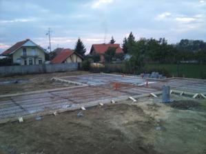 celodenná fuška ale zvládli sme to :) už len  betonovanie nás čaka, dikes všetkým zúčastneným, ktorý priložili ruku k dielu :D