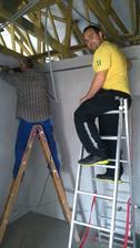 Máj 2014 , začali sme makať na strope /konštrukcia na sádrokartón/