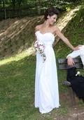 Bílé svatební šaty s mašlí pod prsy, 34