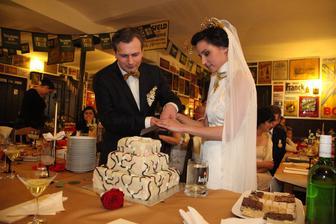 Keď krája tortu ľavák a praváčka ;)