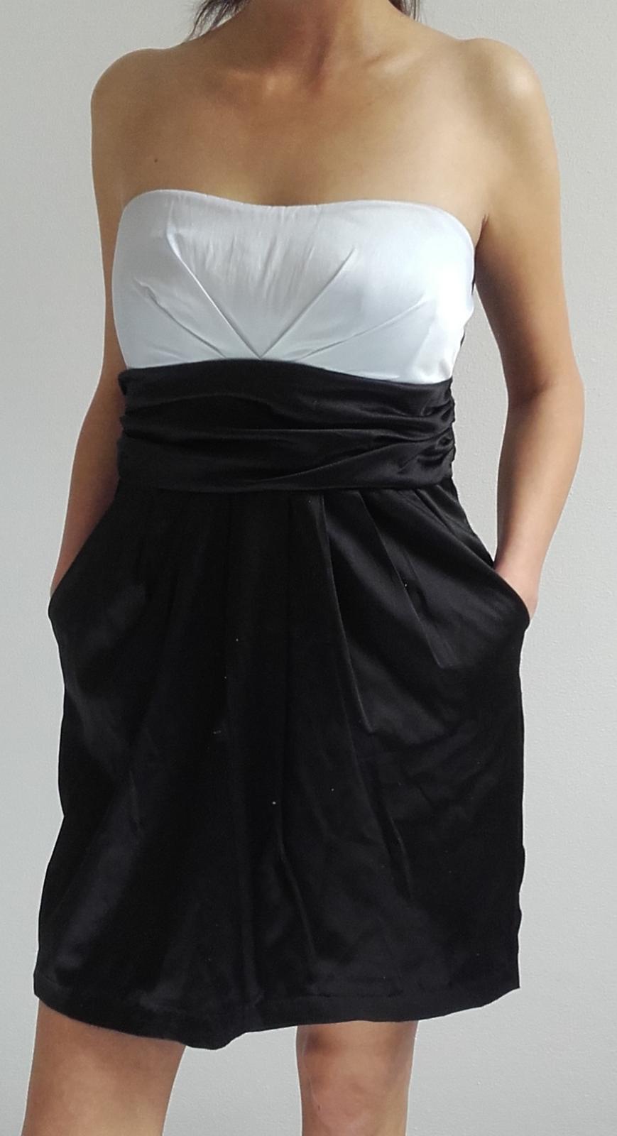 Šaty bíločerné s kapsami - Obrázek č. 1