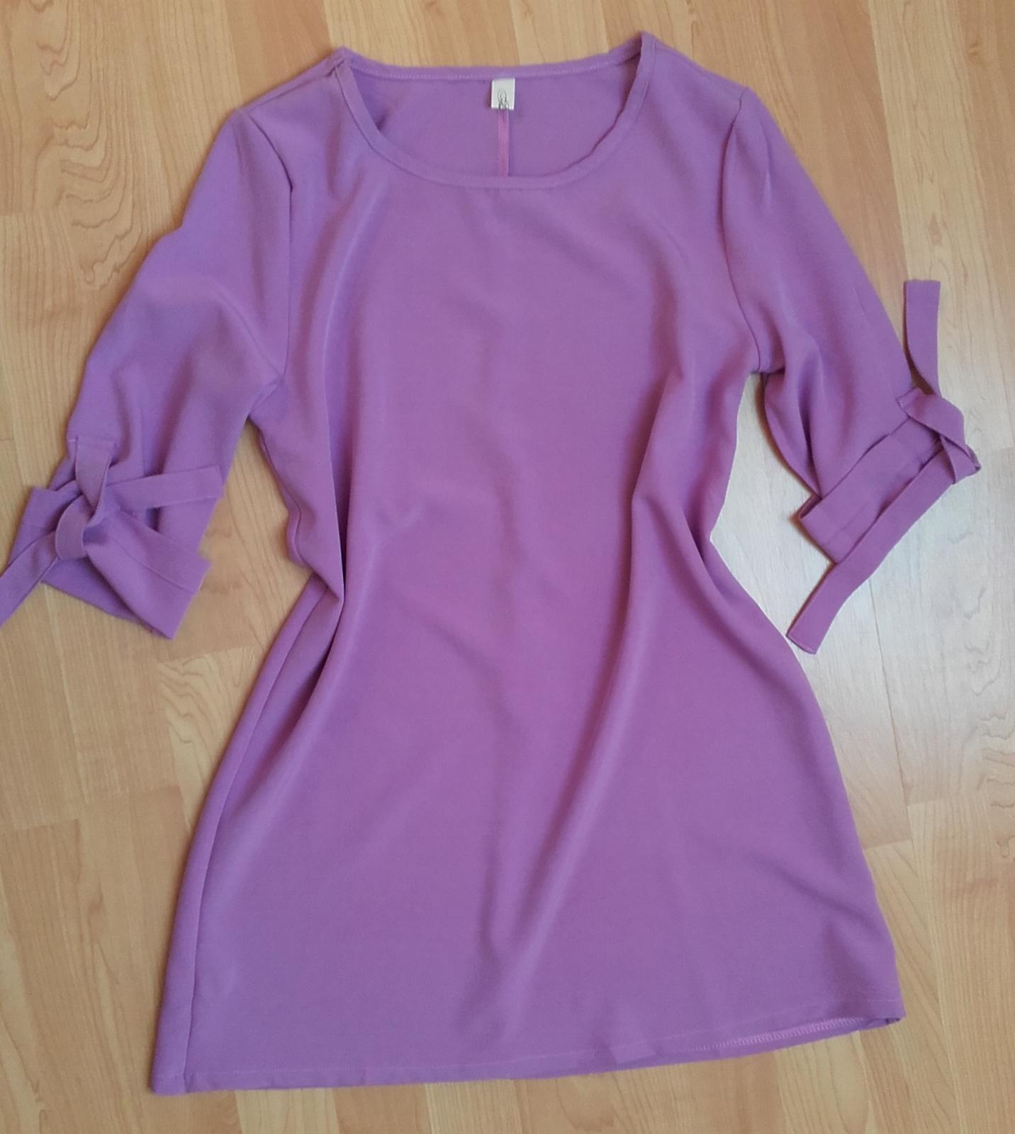 Volné šaty s tříčtvrtečními rukávy  - Obrázek č. 2