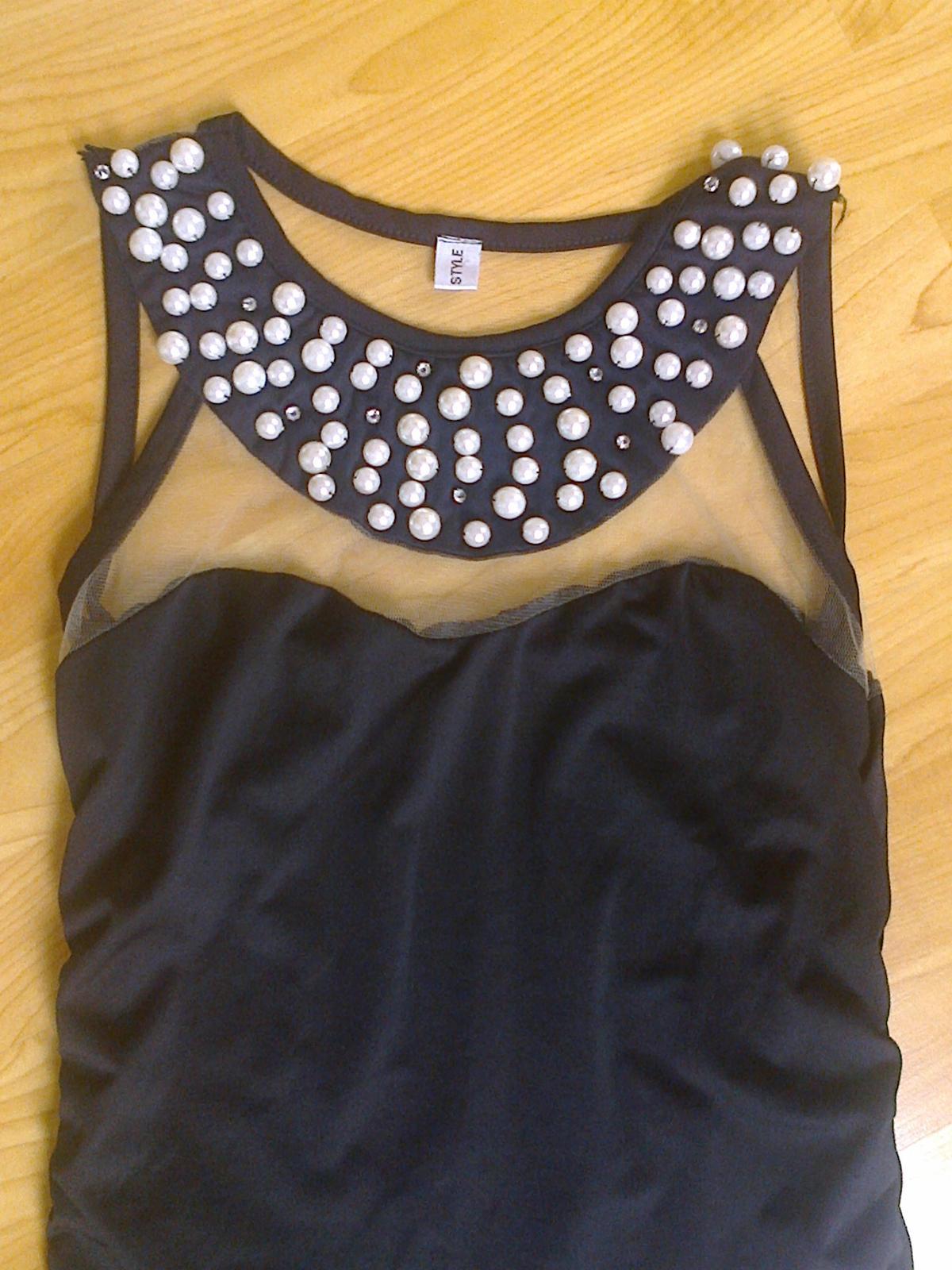 Černé šaty s perličkami - Obrázek č. 1