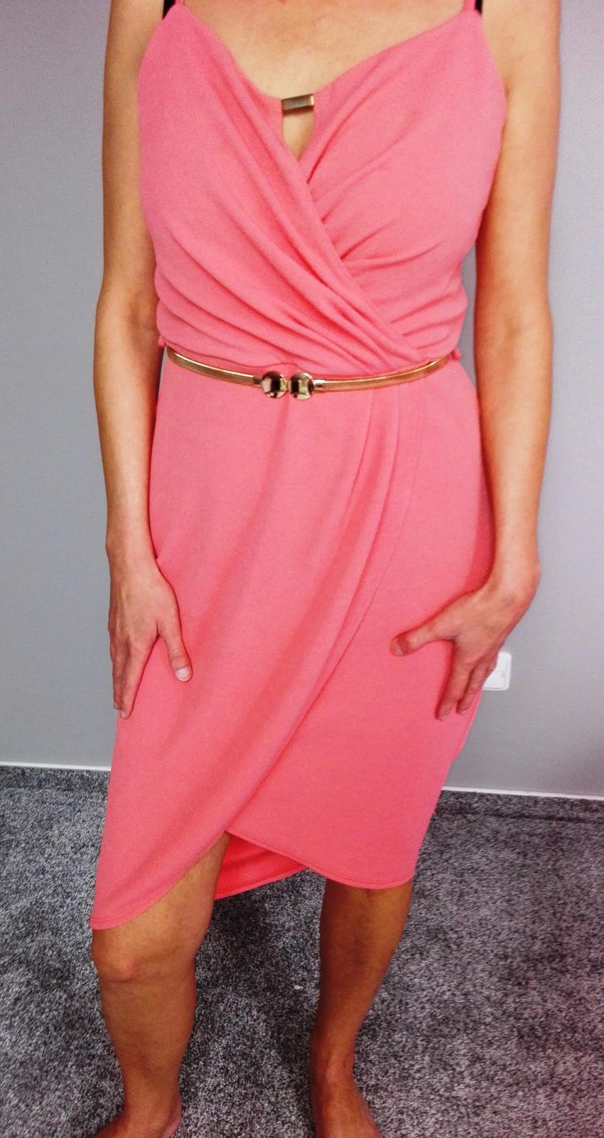 Tulipánové šaty s páskem - Obrázek č. 1