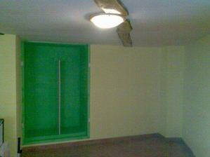 skríň ve zdi... :-)