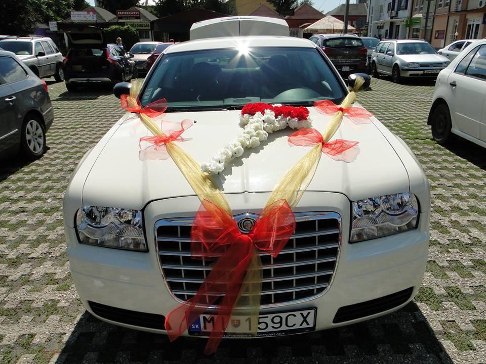 Červeno-zlatá výzdoba na auto - Obrázok č. 1