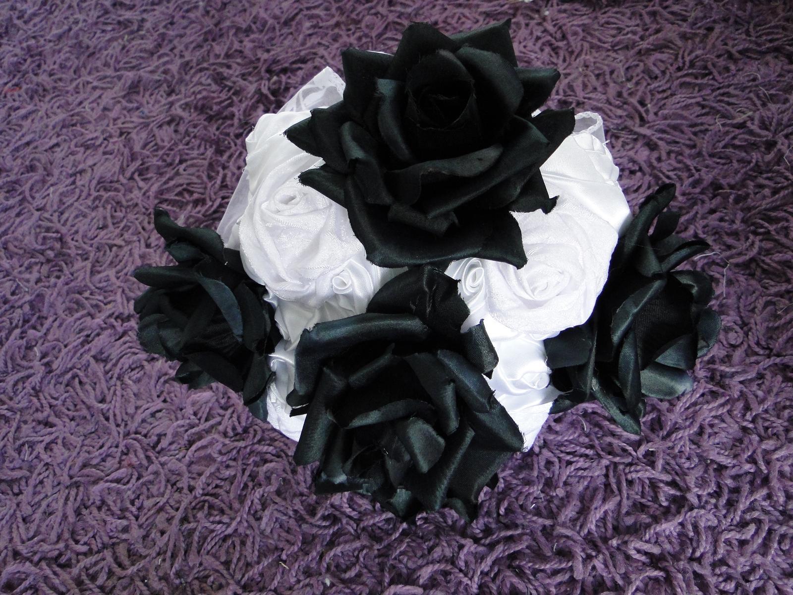 Čierno-biela svadobná kytica - Obrázok č. 1