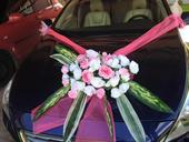 Ružová výzdoba na auto.,