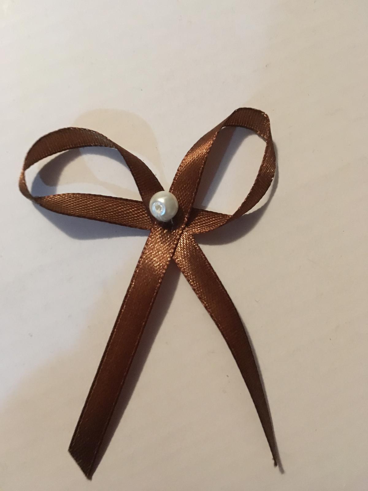 Čokoladovo hnede pierka - Obrázok č. 1