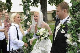 gratulace od svatebčanů,opět byla sranda