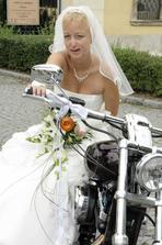 nevěsta motorkářka