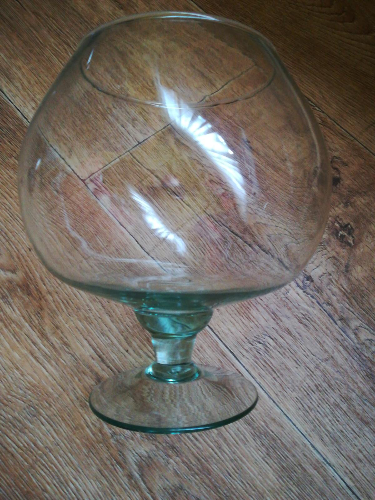 Sklenený pohár na stopke  - Obrázok č. 1
