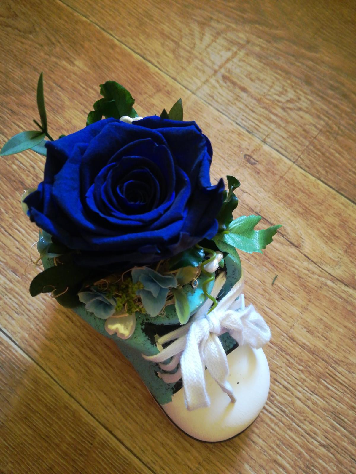 Stabilizovaná ruža v keramickej topánočke - Obrázok č. 1
