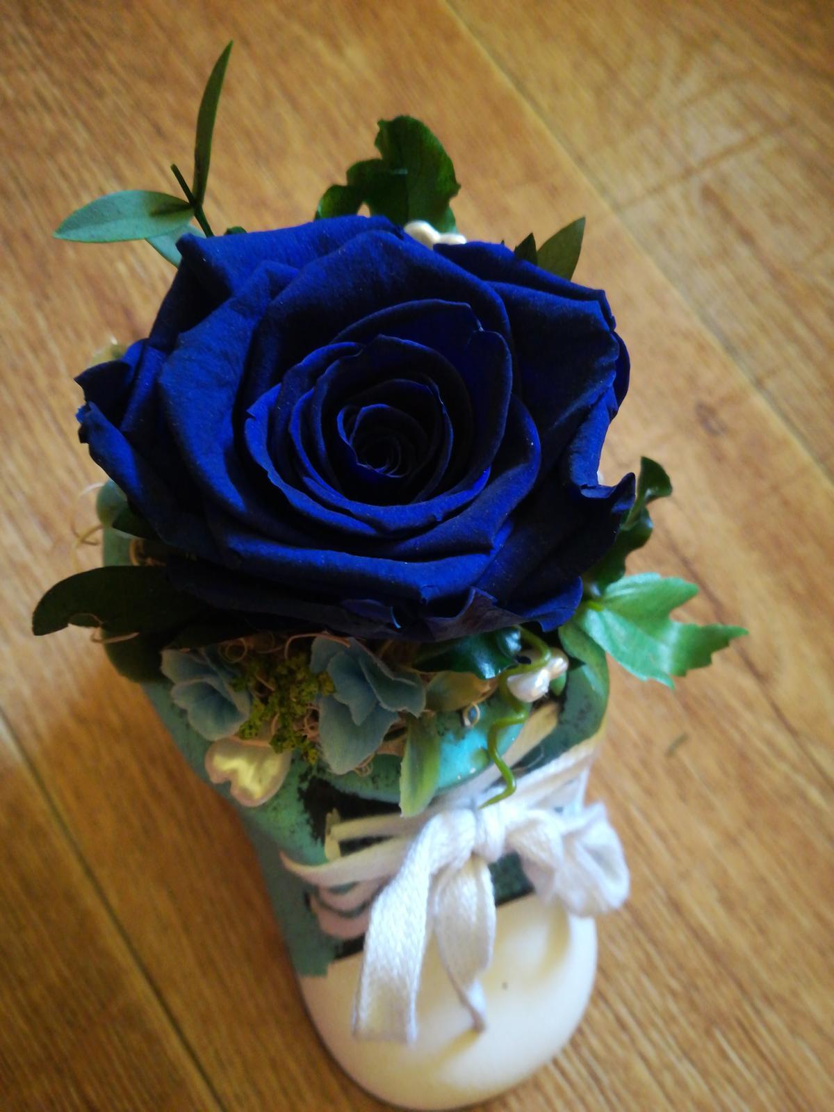 Stabilizovaná ruža v keramickej topánočke - Obrázok č. 2