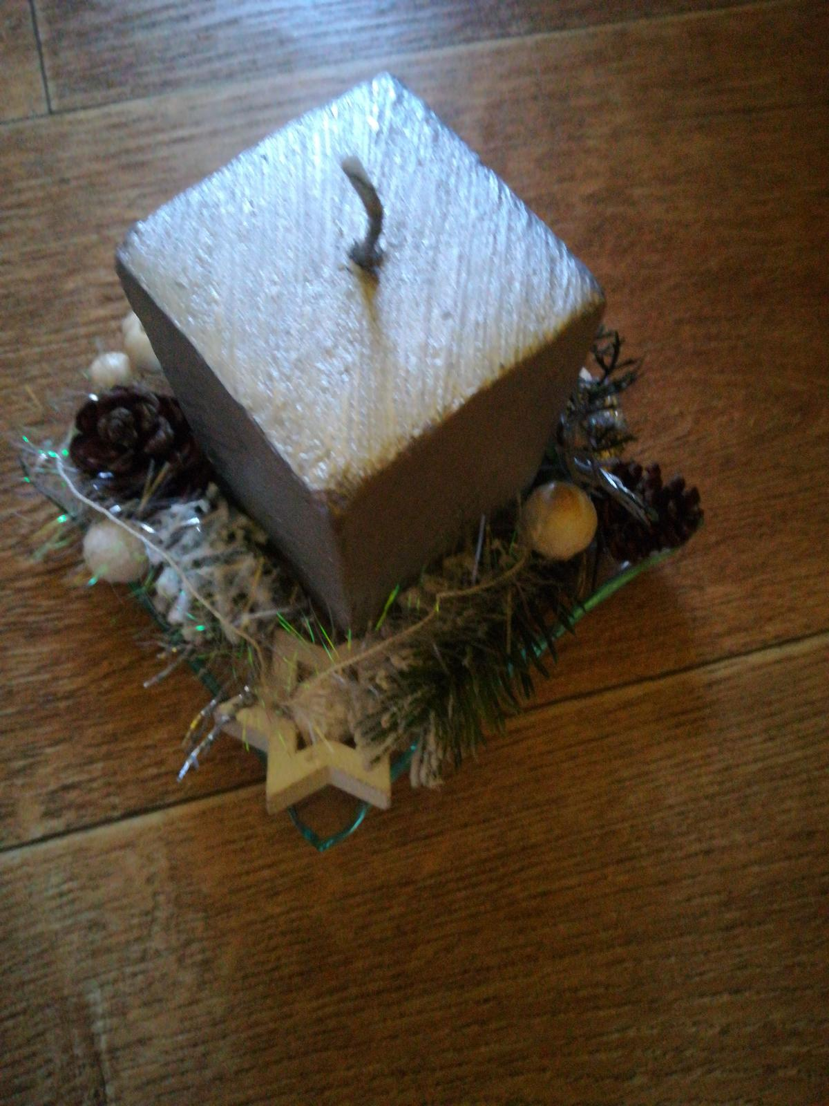 Vianočný aranžmán so sviečkou - Obrázok č. 1