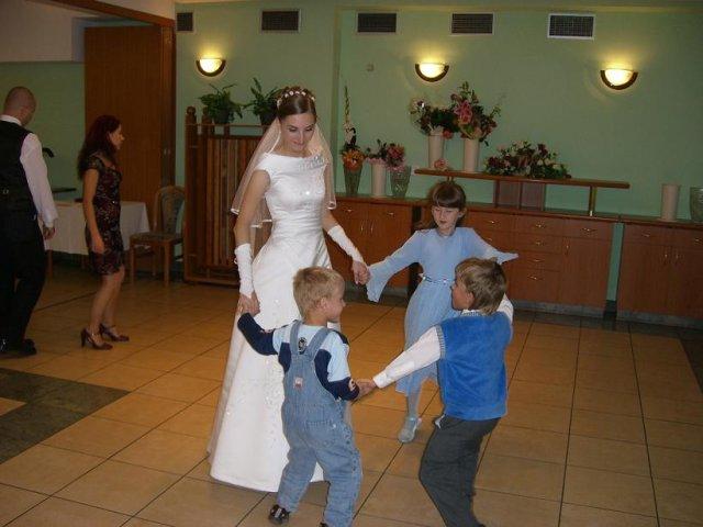 Katka{{_AND_}}Peťko - Hlavní tanečníci svadby :)