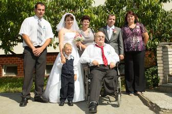 S manžílkovým bratrem, sestrou, rodiči a mým sonovcem (teď už vlastně naším) :)