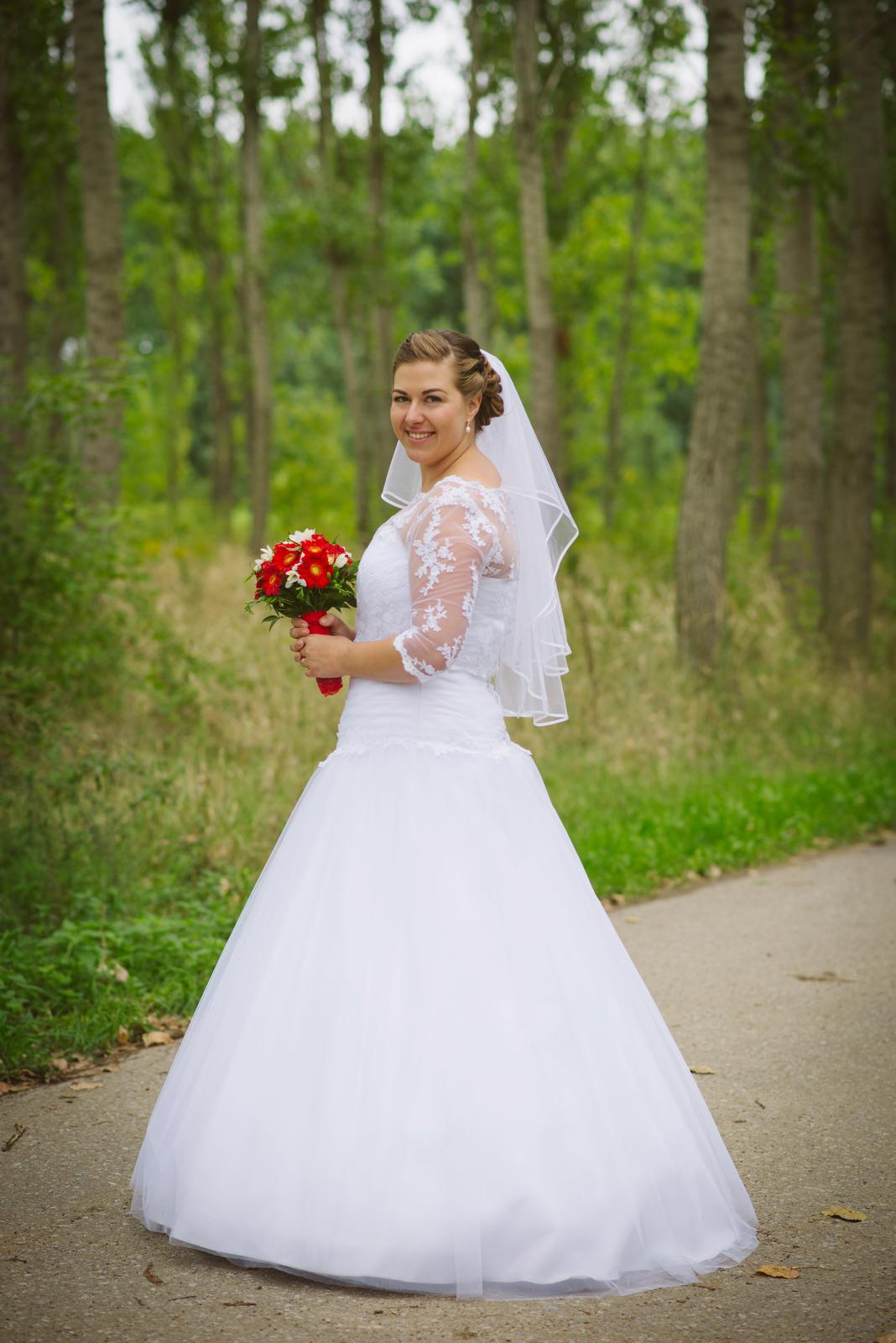 Kristýna{{_AND_}}Marek - Šaty jsou šité v Madoře a prodávám je v bazárku :-)