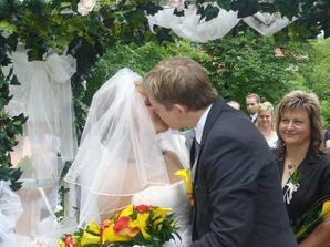 a první novomanželská